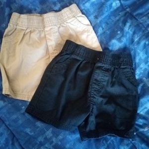 Set of 2 Garanimals boy shorts.